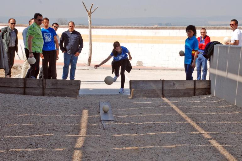 La práctica de los Bolos Serranos ha crecido mucho en los últimos tiempos en el Parque Natural de Las Villas, Segura y Cazorla. Villacarrillo cuenta con varios clubes de bolos, además de multitud de pistas privadas o públicas