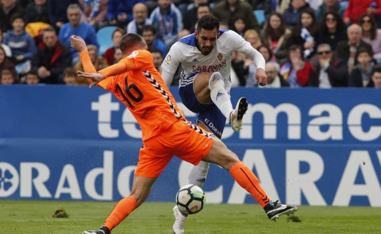 Borja Iglesias remata a portería en el último partido ante el Lorca