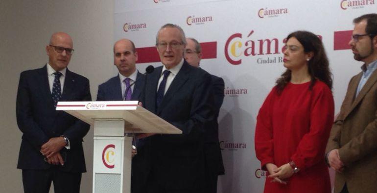 """Josep Piqué llama a """"poner las luces largas para mirar lejos y mirar al exterior"""""""