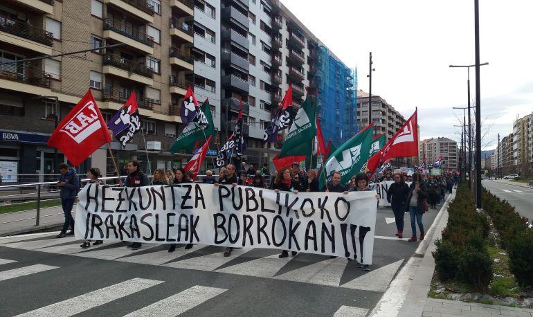 La manifestación ha atravesado la Avenida Gasteiz