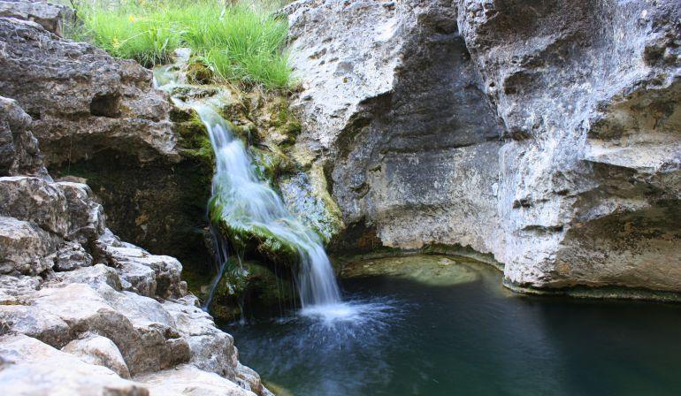 Cuenca pozas y cascadas en el arroyo de la madera en u a for Piscinas naturales de cuenca