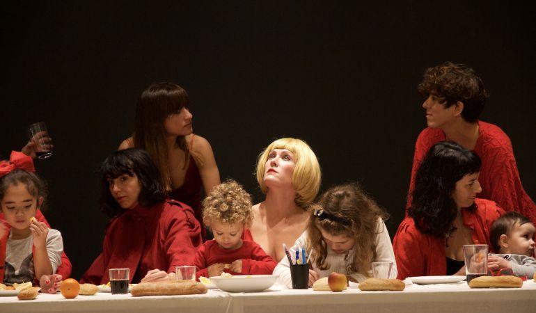Verónica Ruth Frías firma 'La última cena' en esta exposición colectiva