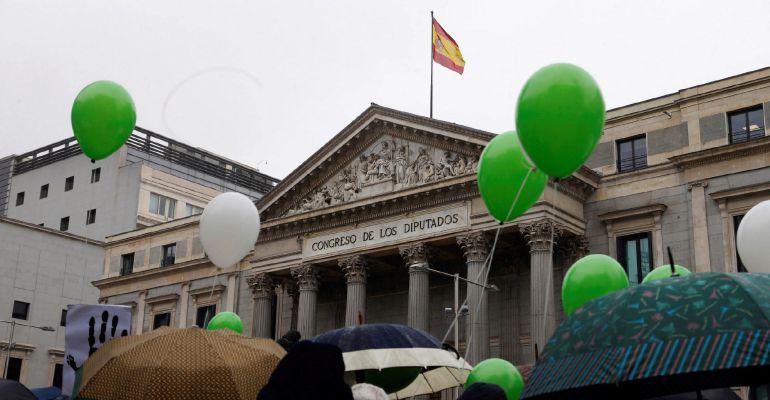 Concentración ante el Congreso de los DIputados durante el Día de las Personas Desaparecidas sin causa aparente.