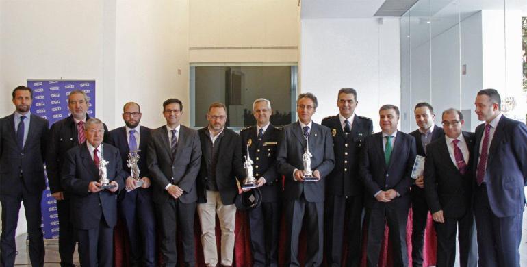 Fotografía con los galardonados de los Premios Nazareno del Año de Radio Granada y El Corte Inglés