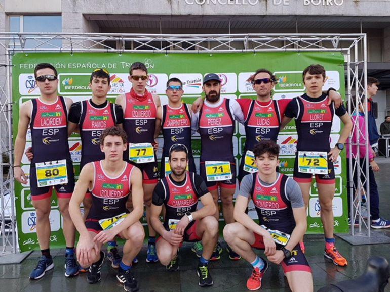 El equipo del Deporama-Joven In Triatlón Soriano, en Boiro.