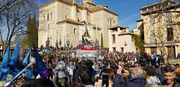 Procesión de la Virgen de las Angustias de Santa María de la Alhambra en Granada el Sábado Santo
