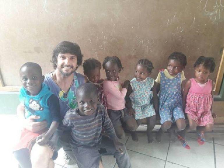 Benjamín Hernando en su viaje a Haití