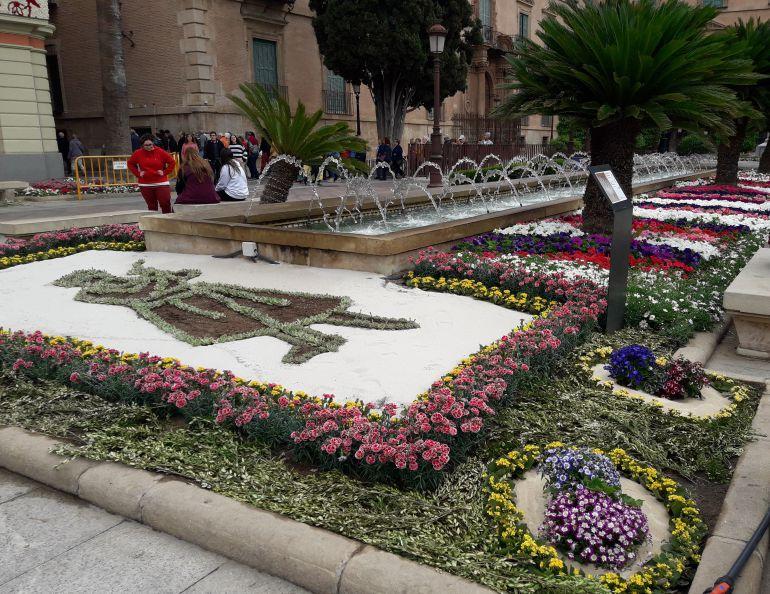 El homenaje a la mujer murciana la gran obra floral de for Jardin de la polvora murcia