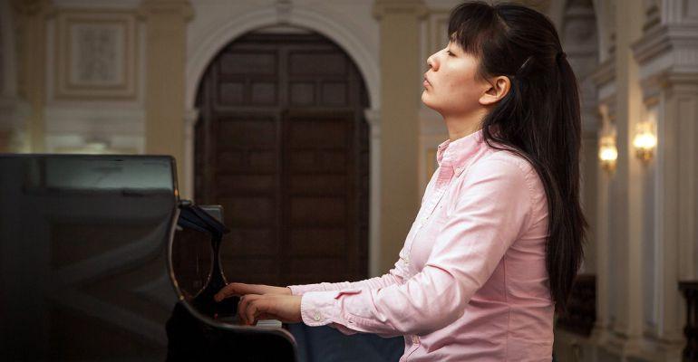 La china Ran Feng participando en el Concurso Internacional de Piano Premio Jaén.