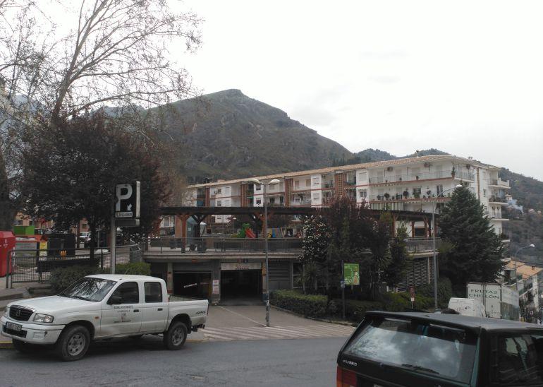 Entrada al parking público de Cazorla en la plaza de Andalucía