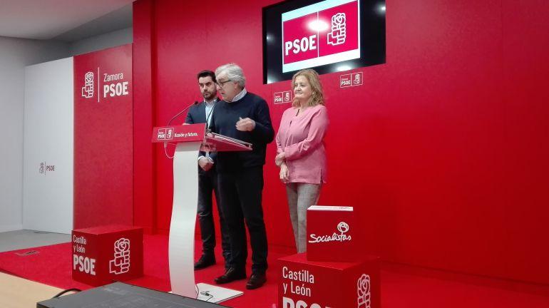 Jose Fernández Blanco, Mar Rominguera y Antidio Fagúndez en la rueda de prensa para valorar los Presupuestos Generales del Estado 2018