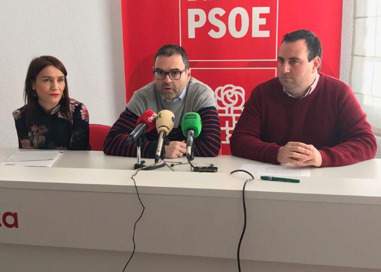 Rueda de prensa en la sede del PSOE de Baza
