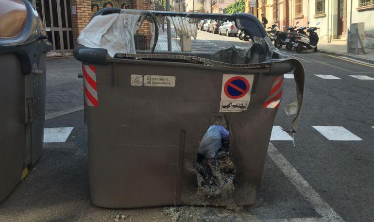 Acusat de cremar 182 contenidors