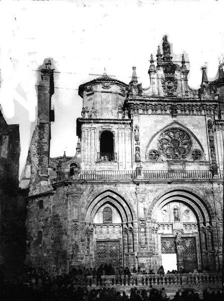 Estado en el que quedó la catedral de Cuenca tras el derrumbe de la torre del Giraldo.