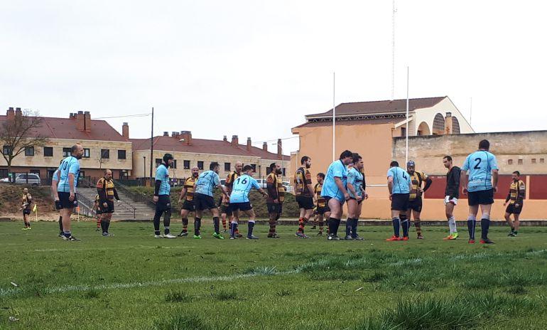 Los celestes durante un lance del partido ante el filial del Getafe.