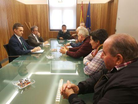 Representantes de los agricultores de La Valduerna se reunieron este miércoles en Valladolid con el comisario de aguas de la Confederación Hidrográfica