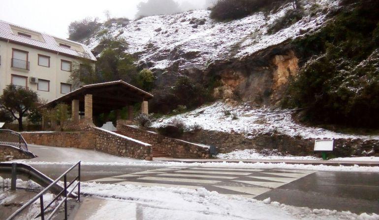 """Vuelve a nevar en el Parque Natural de Cazorla, Segura y las Villas. Aspecto esta mañana del """"Lavadero"""" a la entrada de La Iruela"""