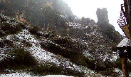 La fina capa de nieve a la entrada de La Iruela deja a penas 5 cm que alcanzan los 15 a medida que ascendemos desde Burunchel