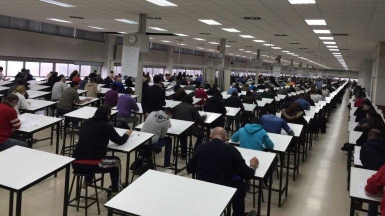 """Los opositores de Educación, sin convocatoria a dos meses del examen: """"Estamos estudiando a ciegas"""""""