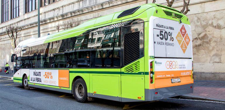 Un chófer encierra en el autobús a un hombre que agredió sexualmente a una pasajera
