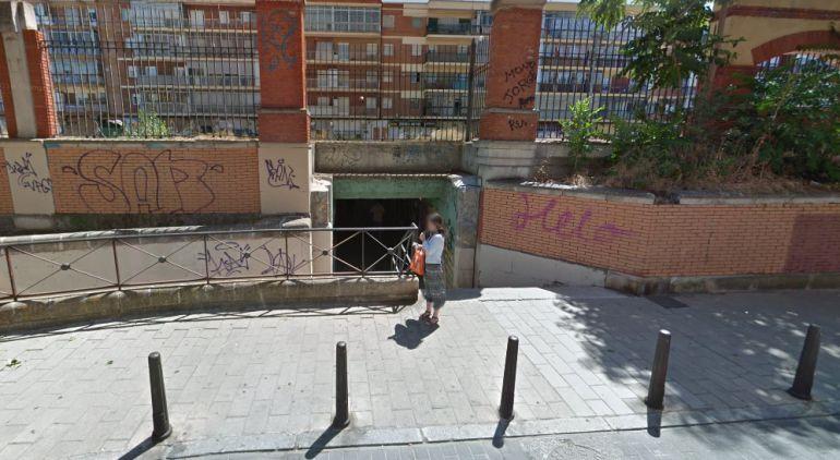 Paso subterráneo situado en la plaza de Rafael Cano