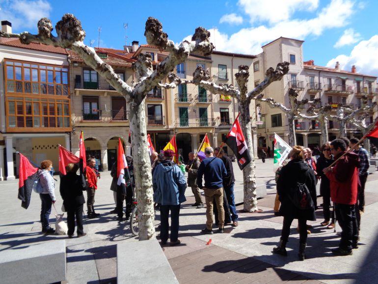 La marcha de homenaje a las víctimas del franquismo partió de la Plaza Mayor