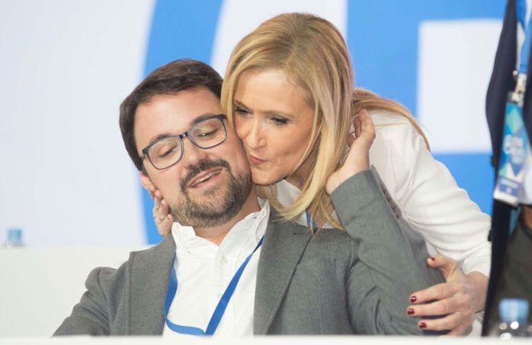 imagen de Asier Antona junto a Cristina Cifuentes
