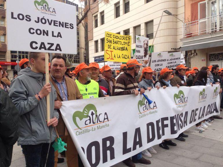 Concentración de los cazadores en la Plaza Cervantes de Ciudad Real