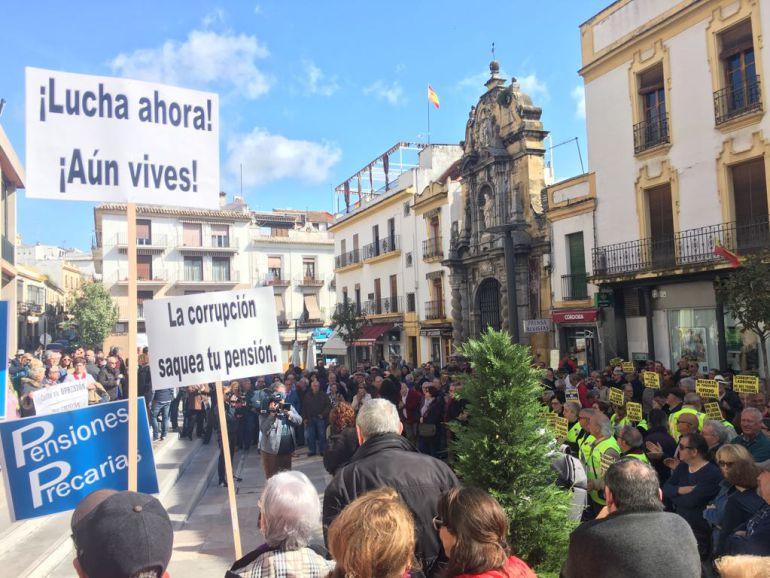 Concentración en defensa de las pensiones frente al Ayuntamiento