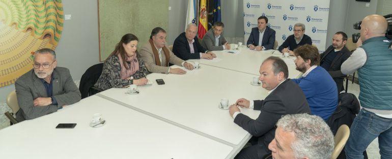 Mesa de alcaldes en la Diputación