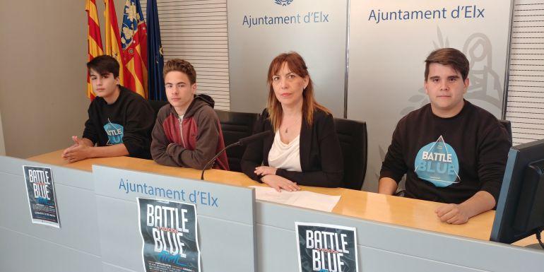 Teresa Maciá junto con los organizadores del Battle Blue