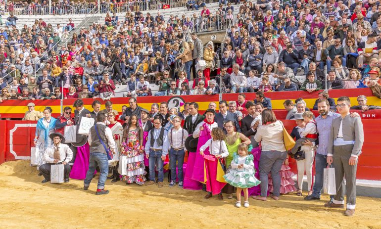 Los toreros y los niños Síndrome de Down al inicio del festjo