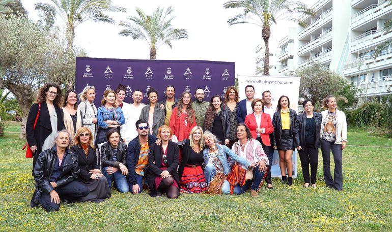 Los diseñadores y los responsables de Adlib Moda posando ante las cámaras