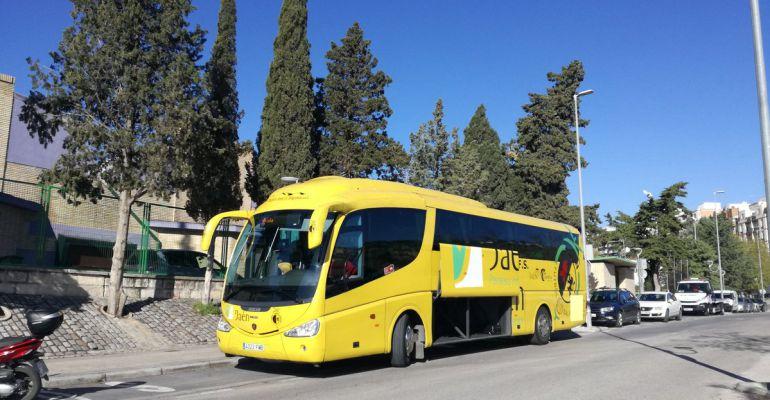 Autobús del Jaén Paraíso Interior en las inmediaciones de La Salobreja.