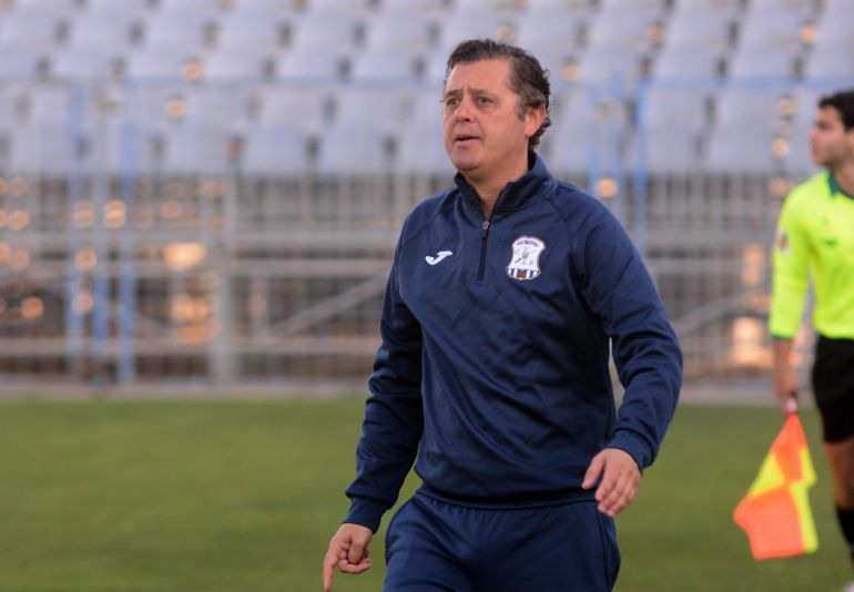 Paco Cala, entrenador del Jerez Industrial,  durante un partido en La Juventud
