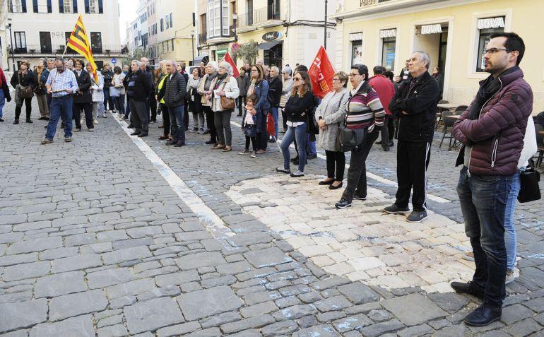 Apenas unas decenas de personas se movilizaron en Maó por una mejora de las pensiones.