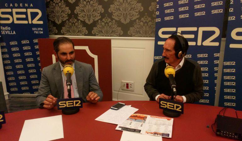 El ganadero Salvador Gavira, a la izquierda de la imagen, junto a Manolo Molés en las Tertulias Taurinas de Radio Sevilla desde el Hotel Gran Meliá Colón