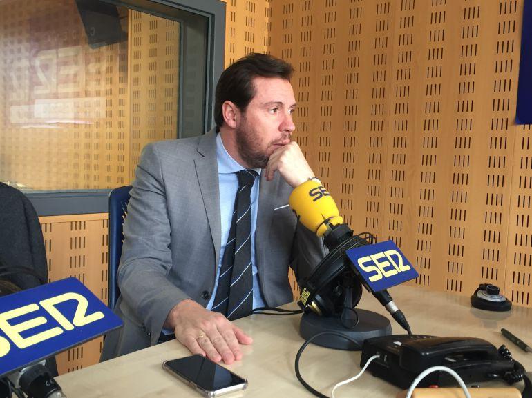 Óscar Puente en los estudios de Radio Valladolid