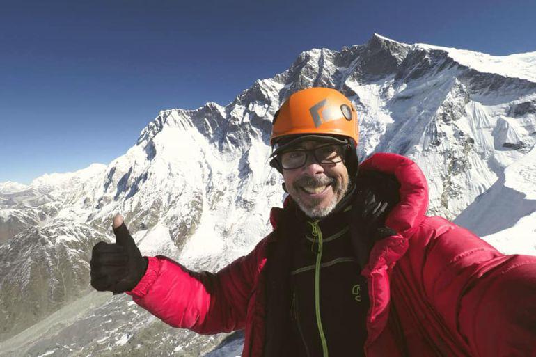 Sechu López feliz en la cumbre del Island Peak