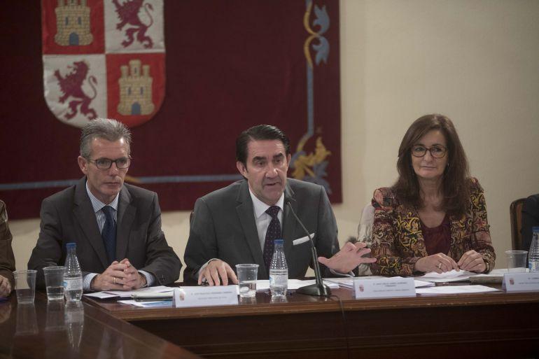 Juan Carlos Suárez Quiñones (centro) ha presidido el Consejo de Dirección Abierto de Fomento y Medio Ambiente que se ha celebrado en Ávila