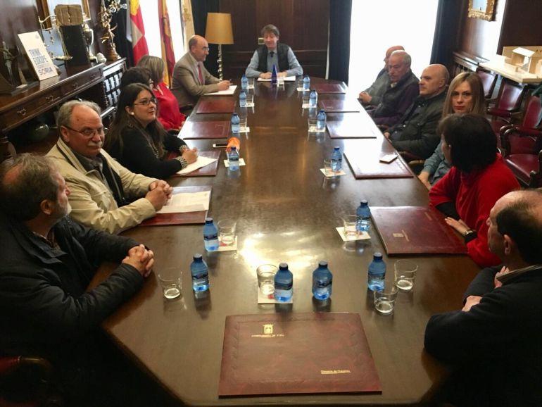 Carlos Martínez impulsa un grupo de presión con los ayuntamientos de Soria, Aragón y Navarra