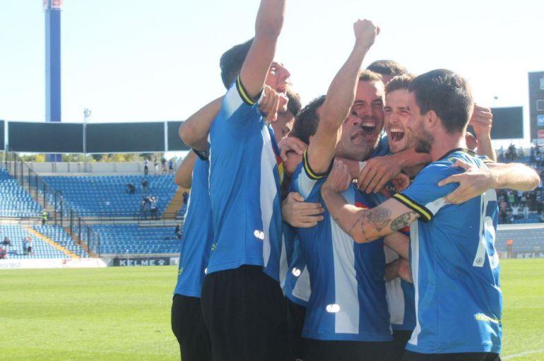 Los jugadores del Hércules CF celebran un gol, en el Rico Pérez