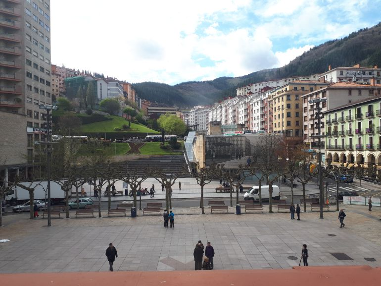Imagen de la plaza de Unzaga, vista desde la casa consistorial