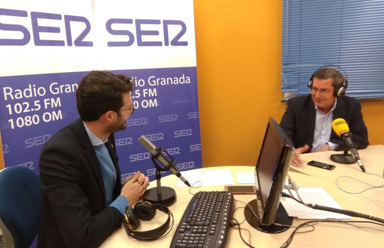Enrique Árbol entrevista a José Entrena, presidente de la Diputación de Granada, en los estudios de Radio Granada