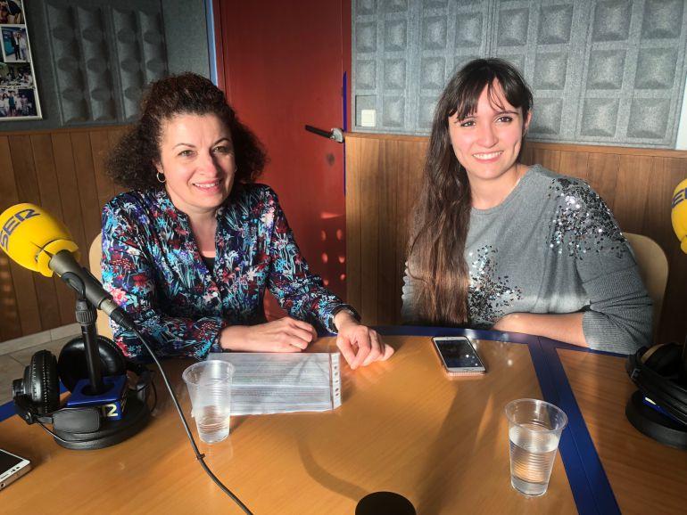 Antonia Corral y Evelyn Ortiz, en los estudios de Radio Ibiza SER