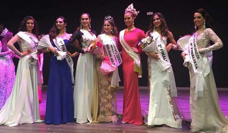Foto con las ganadoras del certamen