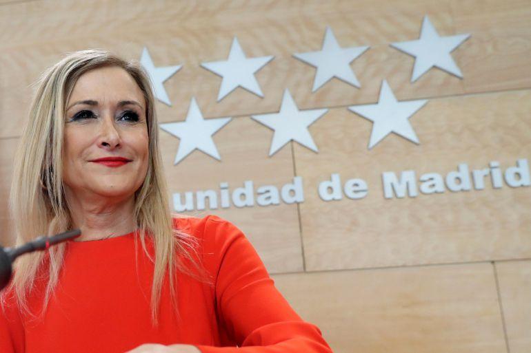 La presidenta de la Comunidad de Madrid Cristina Cifuentes,durante la rueda de prensa tras la reunión del Consejo de Gobierno, este martes en la Puerta del Sol