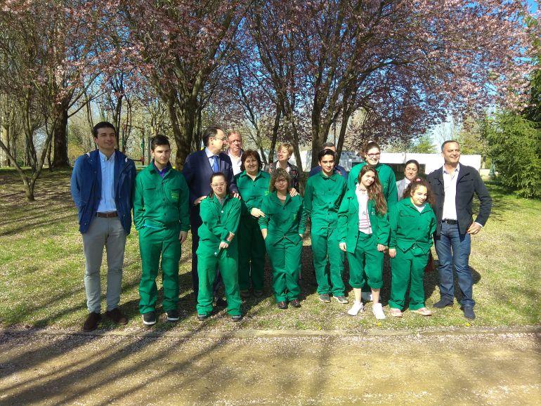 7 jóvenes de la Fundación San Cebrián realizan prácticas de jardinería en Isla Dos Aguas