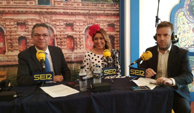 De izquierda a derecha, Salomón Hachuel, la presidenta Susana Díaz y Fernando Pérez Monguió