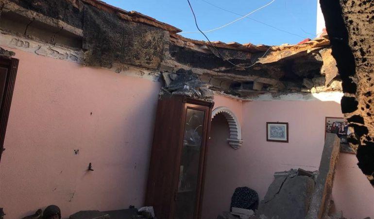 """El derrumbe de Dos Hermanas deja """"al descubierto"""" el salón del piso y cuatro familias desalojadas"""